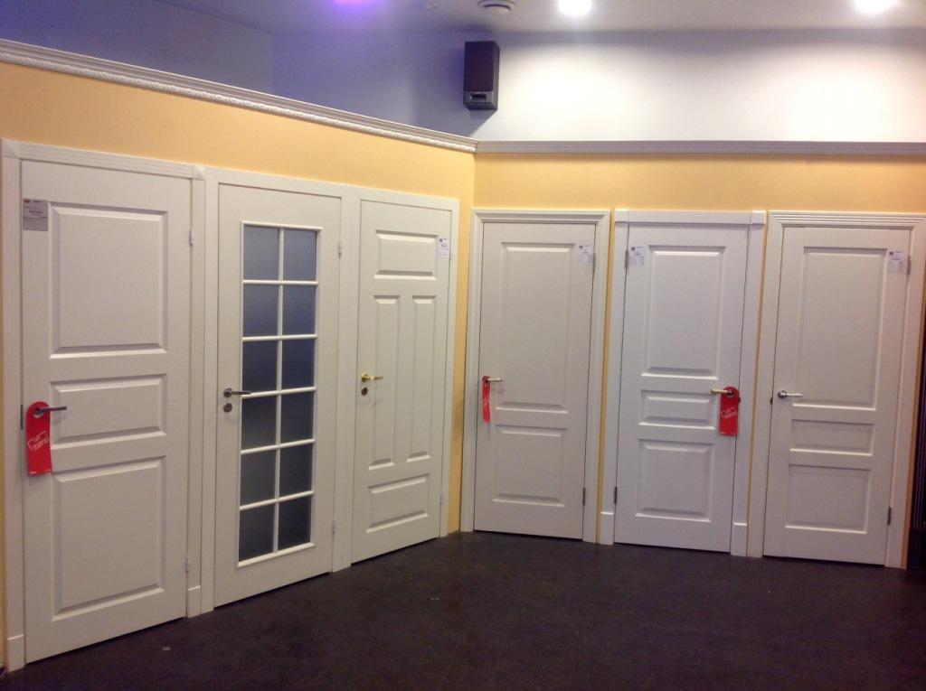 Двери межкомнатные из массива сосны: характеристика