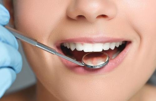 Какие проблемы решает имплантация зубов