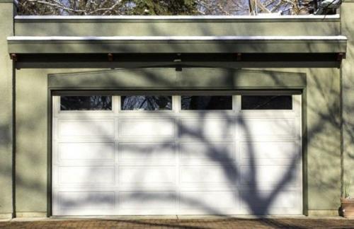 Гаражные ворота после зимы. Требуется ли особый уход?