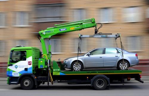 Как угоняют машины в Москве при помощи эвакуатора