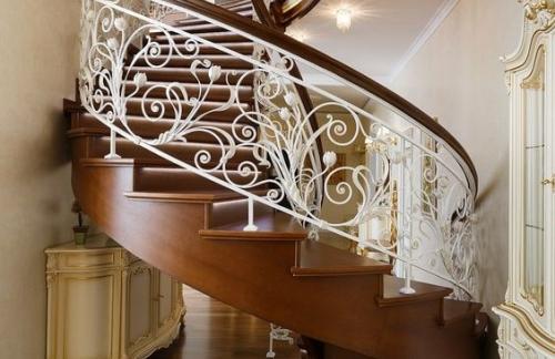 Правильная фиксация ограждения лестниц из стали