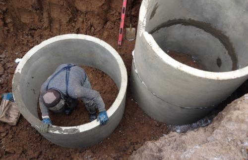Советы по самостоятельной установке бетонных колец