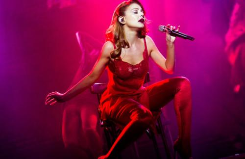 Тина Кароль сменила пять эффектных нарядов на концерте в Киеве