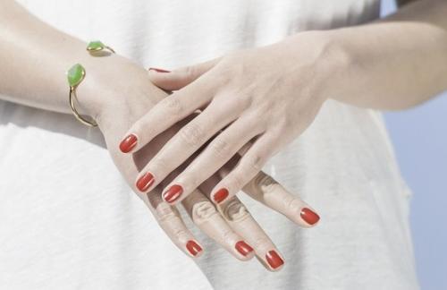 В чем секрет молодости кожи рук: лучшие средства