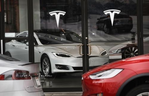Tesla отзывает 123 тысячи автомобилей