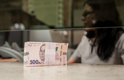 В Украине уменьшилась средняя зарплата