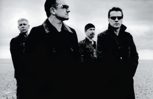 Вокалист группы U2 потерял голос во время выступления