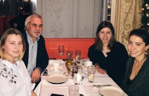 Валерий Меладзе поужинал с бывшей женой и дочерьми