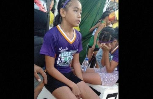 Девочка с Филиппин завоевала три золотые медали в самодельных кроссовках