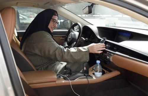 Женщины за рулем сделают Саудовскую Аравию еще богаче – Bloomberg