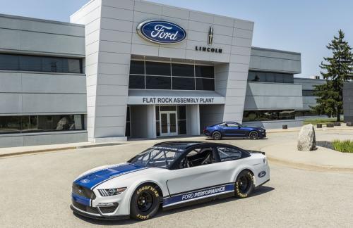 Ford впервые построил Mustang для высшего дивизиона NASCAR (видео)