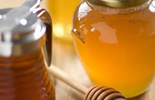 Косметика на основе меда - как уберечь губы от холода.