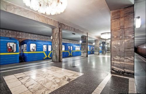 Вечером в Киеве закроют 3 станции метро