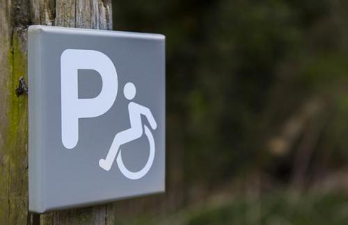 Пандусы, лифты, звуковые сигналы: с осени пешеходные зоны подстроят под людей с инвалидностью