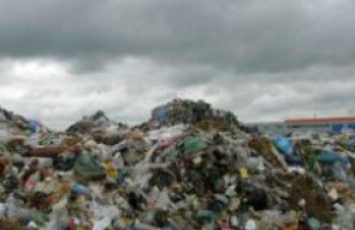 Мусорные свалки - выброшенный мусор не исчезает сам по себе