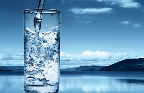 Супрун рассказала о пользе воды во время бурного застолья