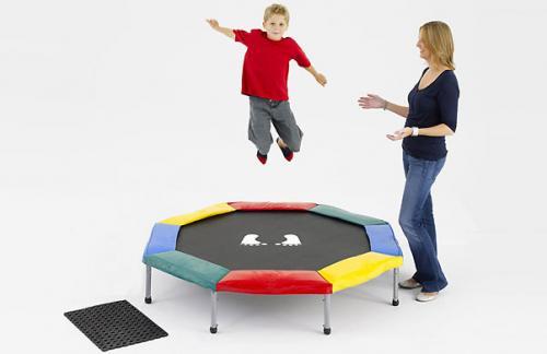 Прыжки на батуте: преимущества для здоровья, варианты упражнений