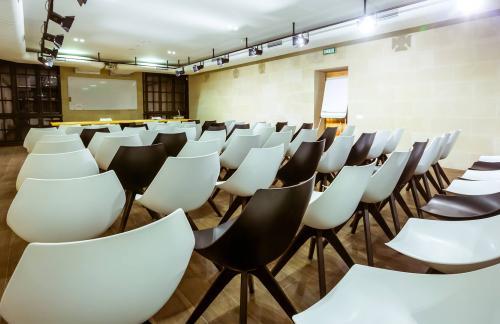 Как оформить конференц-зал