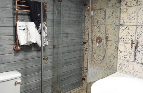 Душевые перегородки лофт массово появляются в ванных комнатах
