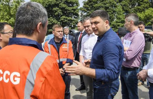 Гройсман отправился на проверку 240 километров дорог в Украине