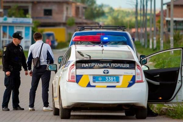 Как правильно останавливаться по требованию полицейского, чтобы не получить штраф